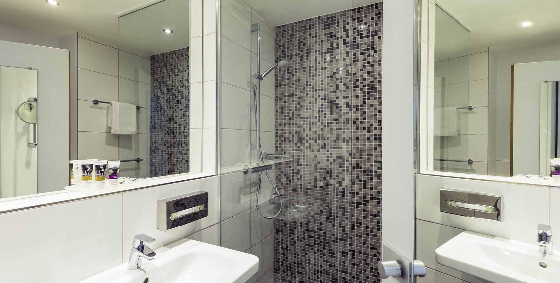 Design Badkamer Merken : Bad design modern eindeutig een moderne badkamer met een design